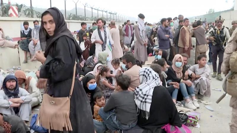 Afganistan'da Taliban'dan kaçışlar sürüyor
