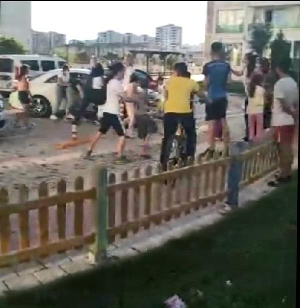 Aileler arasındaki kavgayı, polis havaya ateş açarak bitirdi