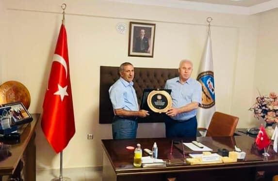 Bölge Birliği Başkanı Karataş'tan Karaoğlan'a plaket