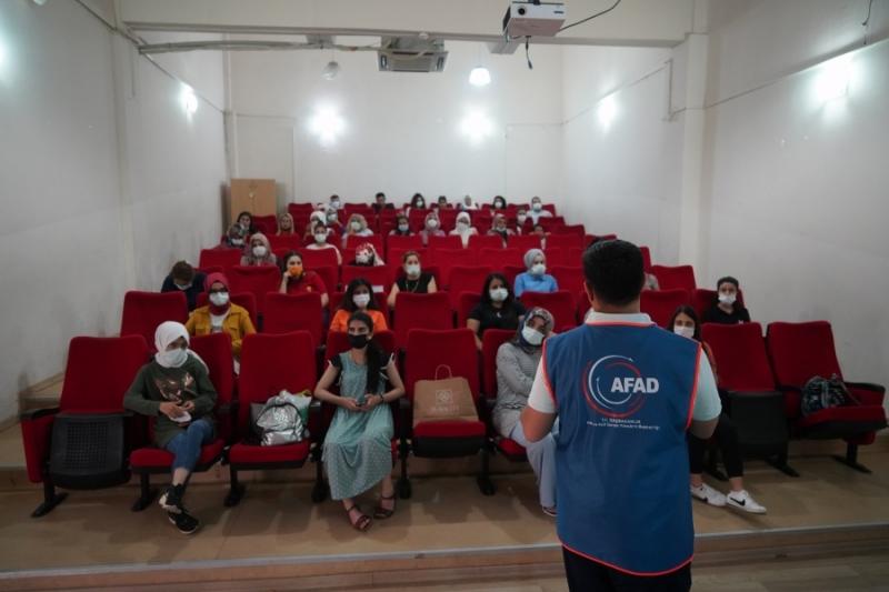DİSMEK kursiyerlerine afet ve acil durum eğitimi