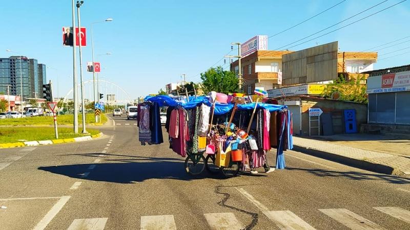Diyarbakır'da seyyar giyim mağazası