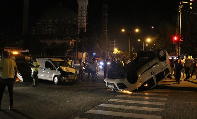 Diyarbakır'da trafik kazası: 3'ü polis 5 yaralı