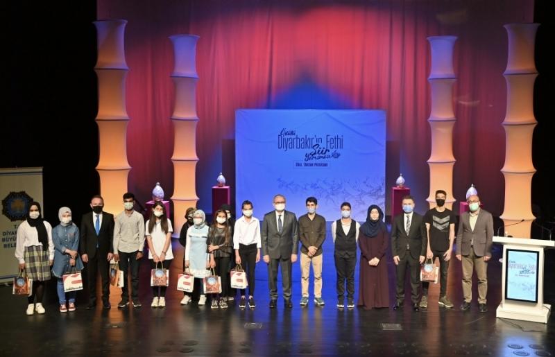 """""""Diyarbakır'ın Fethi"""" şiir yarışmasının ödülleri verildi"""