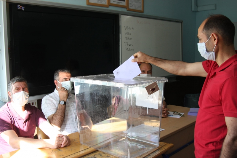 Ergani'de 3 mahallede muhtarlık seçimi yapıldı