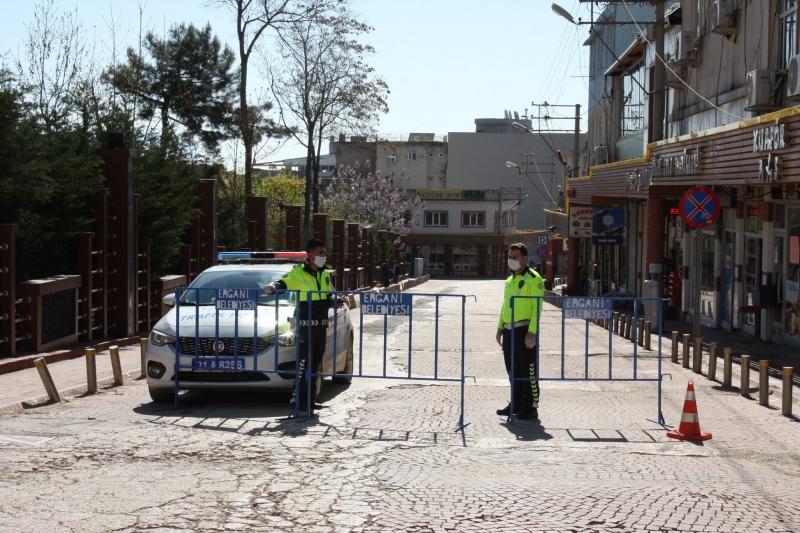 Ergani'de, İki caddenin araç girişine kısıtlama getirildi
