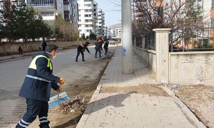 Ergani'de kent temizlenmeye devam ediyor