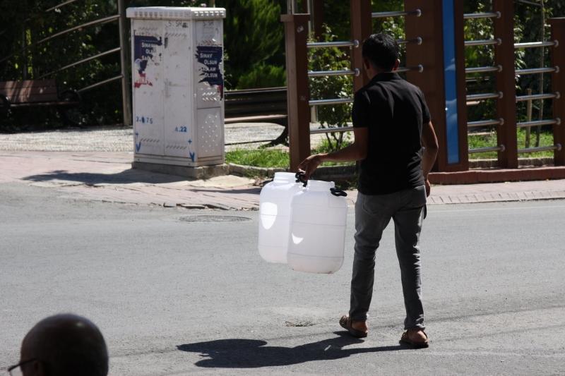 Ergani'de Su Kesintileri Vatandaşı Canından Bezdirdi