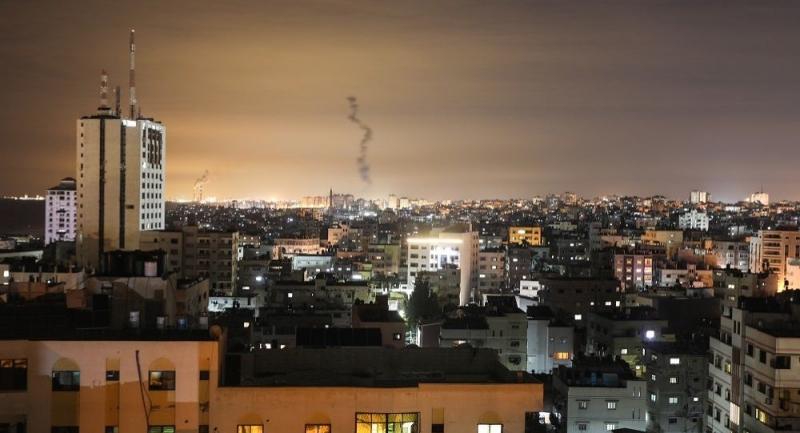 Gazze'den İsrail'e 20 roket fırlatıldı, İsrail birden fazla bölgeye hava saldırısı düzenledi
