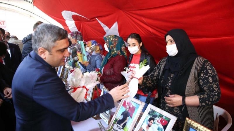 Karaaslan Diyarbakır annelerini ziyaret etti