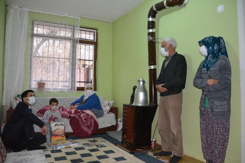 Kaymakam Öztürk'ten yaşlı ve hasta ziyareti