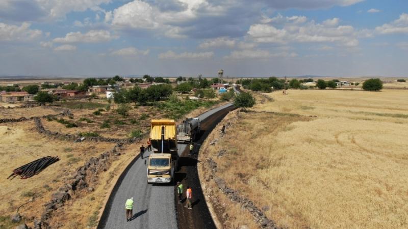 Kırsal mahalle yolları bir bir tamamlanıyor