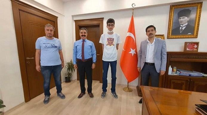 LGS İlçe birincisi, Kaymakam Öztürk'ü ziyaret etti