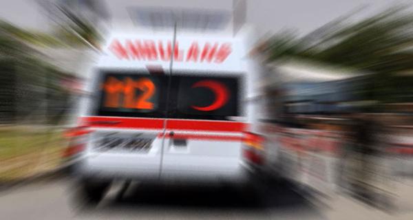 Minibüs ile kamyon çarpıştı; 3 yaralı