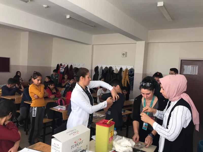 Öğrencilere aşı uygulaması