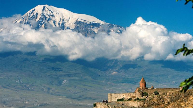 Ukraynalı kadın dağcılar Ağrı Dağını Antalya sandı!
