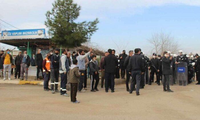 Yeniköy mezarlığı yıkım kararına ateşli protesto