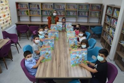 Anaokulu öğrencilerine etkinlik seti dağıtıldı