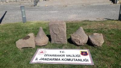 Asur dönemi kabartmalı taşları satmak isterken yakalandı