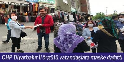 CHP Diyarbakır İl örgütü vatandaşlara maske dağıttı