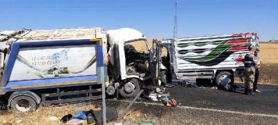 Çöp kamyonuyla kamyonet çarpıştı 2 ölü, 2 yaralı