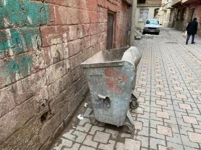 Çöp konteynerinde yeni doğmuş kız bebeğe ait cansız beden bulundu