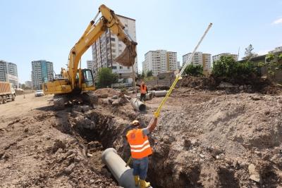 DİSKİ, yeni yerleşim yerlerine kanalizasyon ve yağmur suyu şebekesi döşüyor