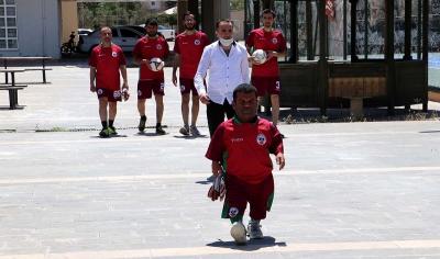 Dünyanın en kısa kalecisi Diyarbakır'da!