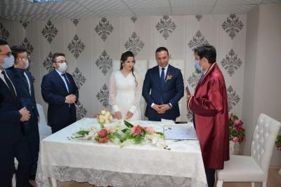 Ergani kayyumu, genç çiftin nikahını kıydı