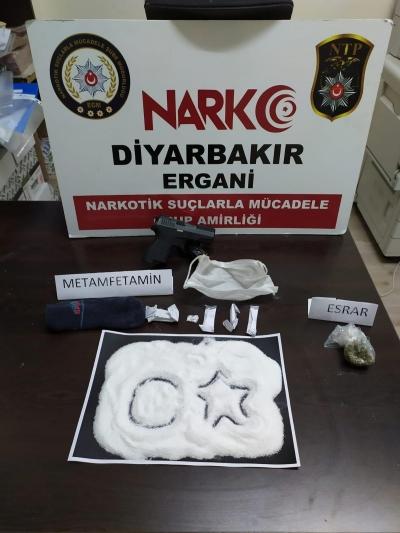 Ergani'de, araçta yakalanan 198 gram metamfetamine 2 tutuklama