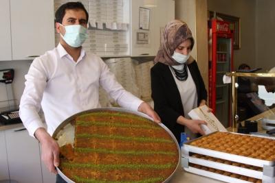 Ergani'de baklavacıların bayram mesaisi