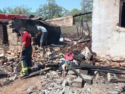 Ergani'de çıkan yangında ev kullanılmaz hale geldi