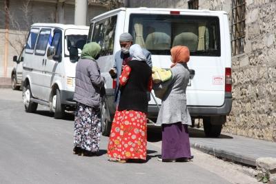 Ergani'de dilenciler kol geziyor, vatandaş rahatsız