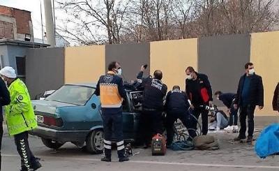 Ergani'de iki otomobil kafa kafaya çarpıştı: 1 ölü 6 yaralı