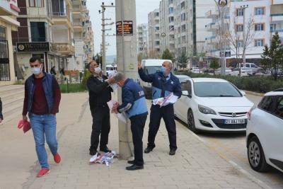 Ergani'de izinsiz yapıştırılan ilanlar kaldırıldı