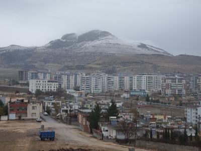 Ergani'de  mevsimin ilk karı yağdı