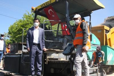 Ergani'de sıcak asfalt çalışması başlatıldı