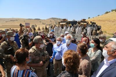 HDP'li vekiller, karantinaya alınan köye alınmadı