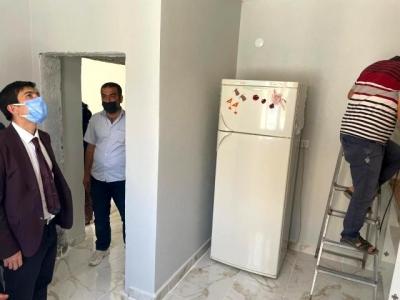 Kaymakam Öztürk, SYDV tarafından kendilerine ev inşa edilen aileyle buluştu