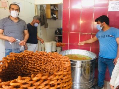 Ramazan ayının vazgeçilmez tadı halka tatlı