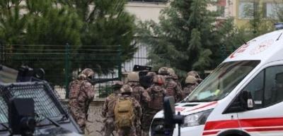 Rehine kurtarma operasyonunda 2'si yaralı 5 kişi evden çıkarıldı