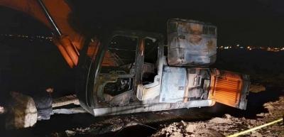 Sur Belediyesine ait iş makinası yakıldı