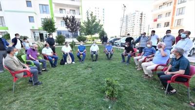 Vali Karaloğlu vatandaşlarla sohbet etti